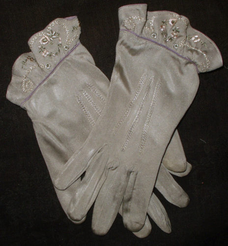 Vintage 1930 Silk Kayser Gloves Flower Embroidered Cuff Gray Lavender Color