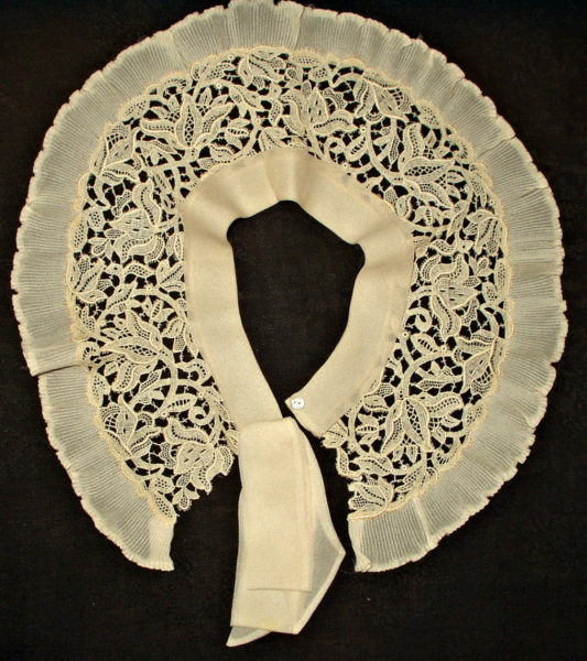 Vintage 1930s Crepe Chiffon Permanent Pleat Lace Collar Bow