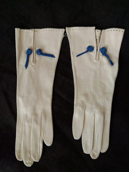 Vintage 1950s French White Suede Gloves Blue Trim Unworn Size 6 1/2