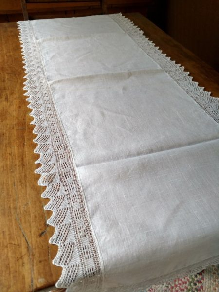 1920 Linen Table Dresser Runner Hand Knitted Lace Edging Trim