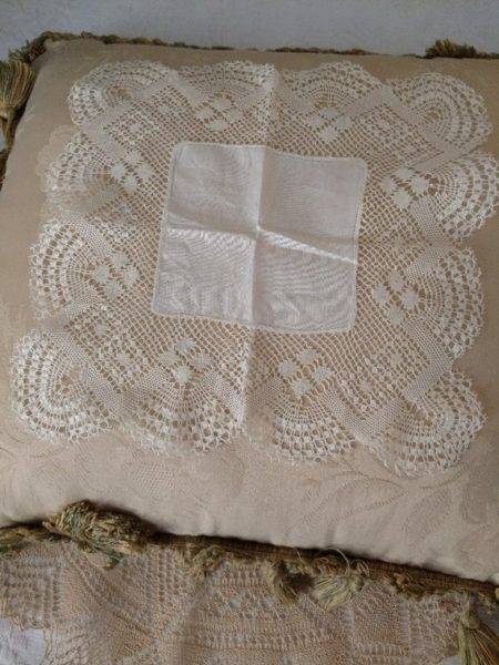 Antique Hand Bobbin Lace White Handkerchief Hankie Linen Center
