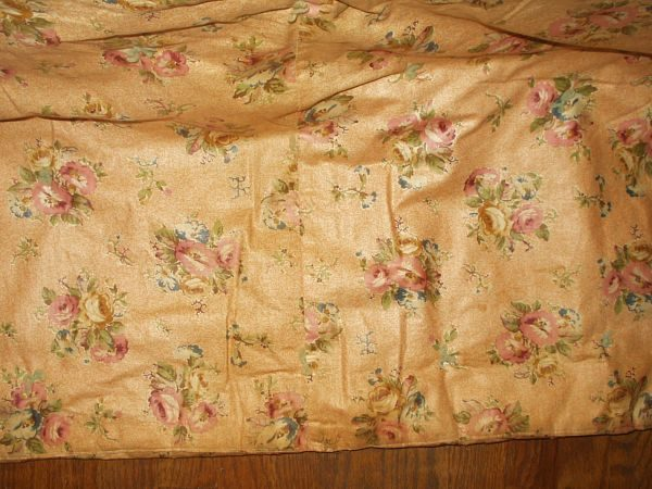 1910 1920 Chintz Or Polished Cotton Floral Tied Bed Comforter