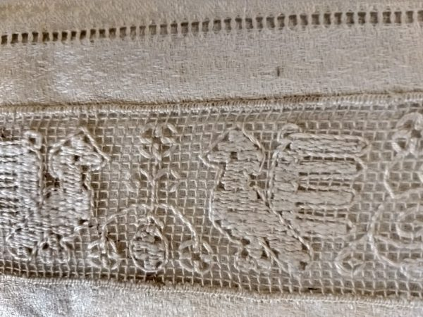 Antique Damask Hand Towel Buratto Darn Net Figural Lace Victorian