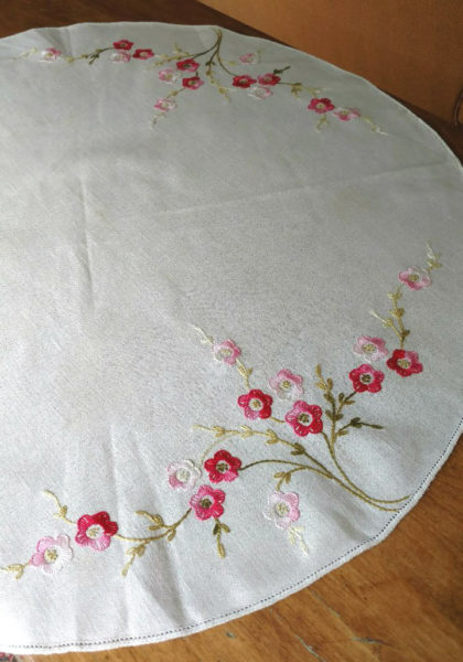 Vintage Embroidery Table Cloth Centerpiece Doily Flower Border
